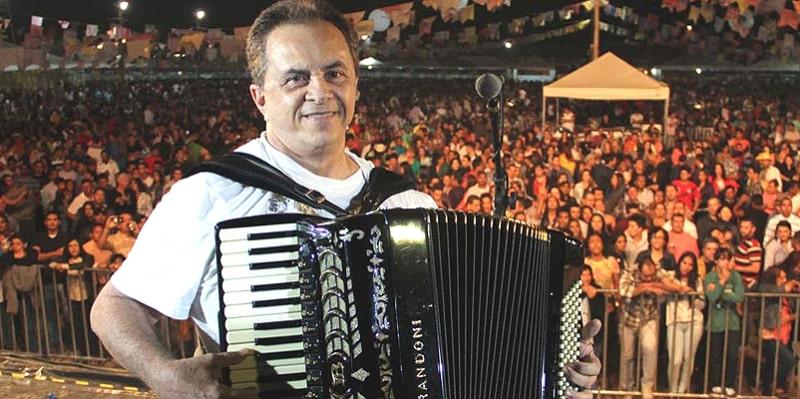 Flávio José faz show em live do São João virtual de Campina Grande e Elba Ramalho surpreende público