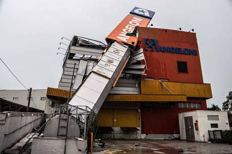 Sobe para 6 o número de mortos por ciclone bomba em Santa Catarina